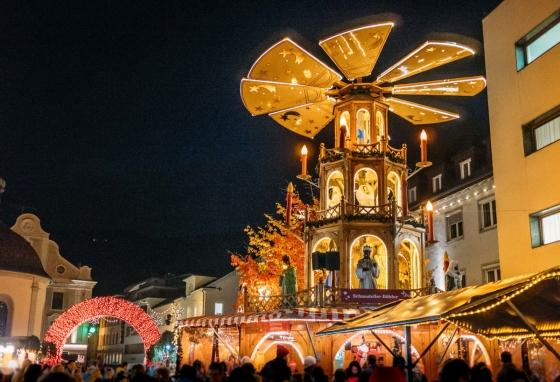 Pyramide am Weihnachtsmarkt Bregenz