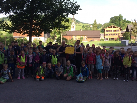 TdH: Volksschule Schwarzenberg überreicht € 1.908,- Spende