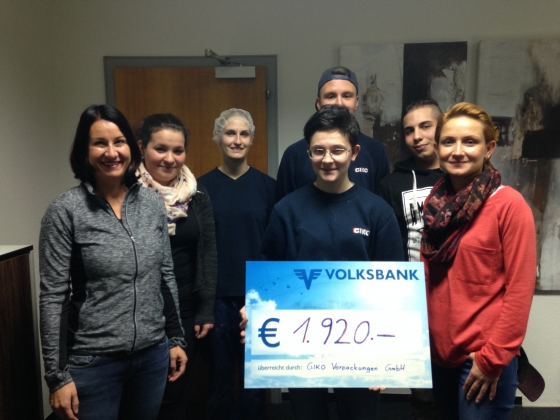 Giko-Lehrlinge spenden € 1.920,- durch Kuchenverkauf