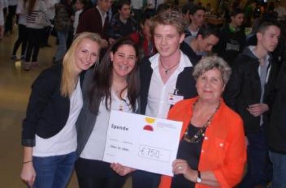 HAS-SchülerInnen spenden € 750