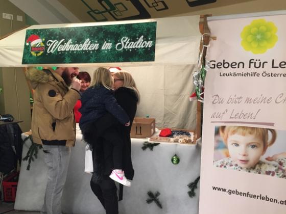 80 Typisierungen bei der Weihnachtsfeier desSK Rapid in Wien