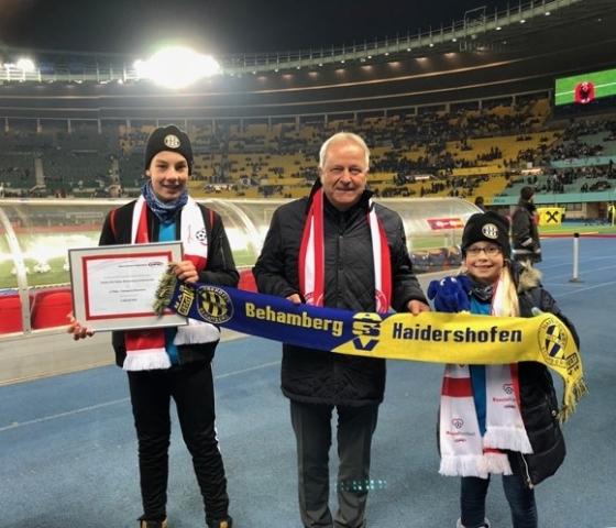 Fußballverein für Unterstützung von Geben für Leben geehrt