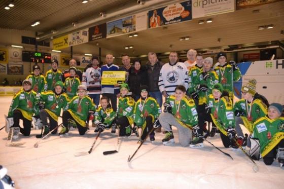 € 2.300,- Spende vom Luschnour Eishockey Hobbycup