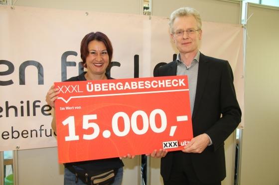 Spende über € 15.000,- der Firma XXXLutz!