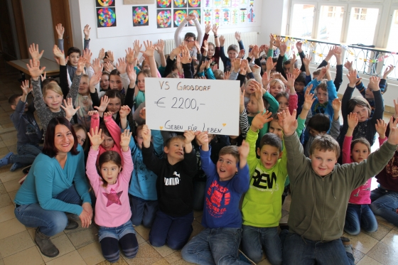 Volksschüler spenden € 2.200,- nach Weihnachtsaktion