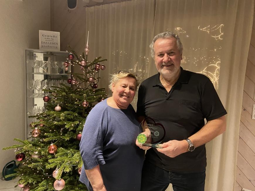 'Erneute großartige Spende von engagiertem Paar aus Höchst und Überreichung Award'-Bild-3