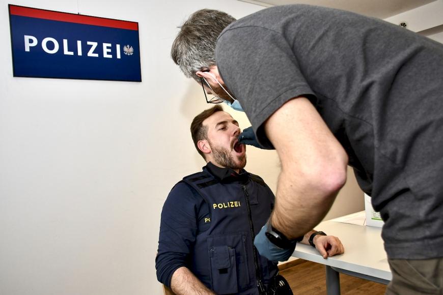 'PolizistInnen vom Posten Bregenz spenden für Leukämiekranke'-Bild-1