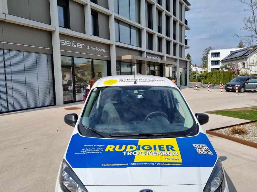 'Firma a-i-m und großzügige Sponsoren ermöglichen Vereinsauto'-Bild-1