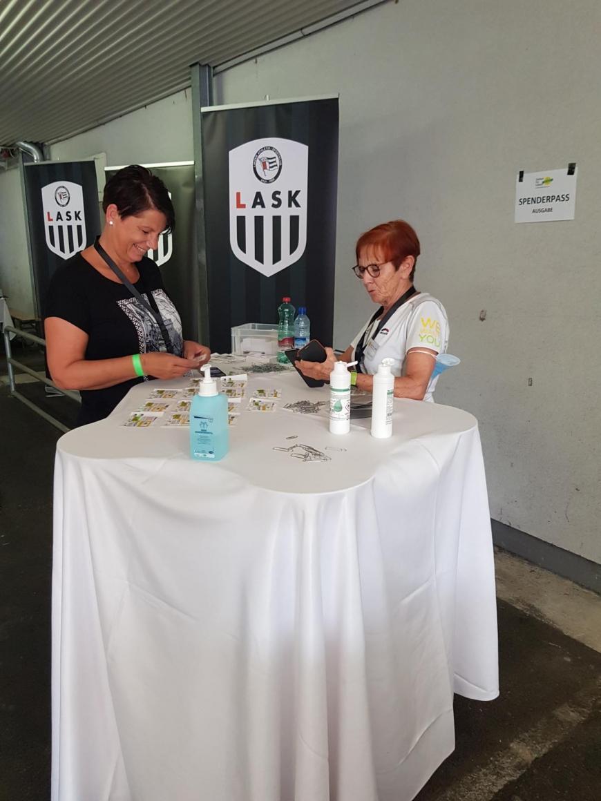 'Engagierte Fußballer organisieren in Pasching tolle Aktion'-Bild-1