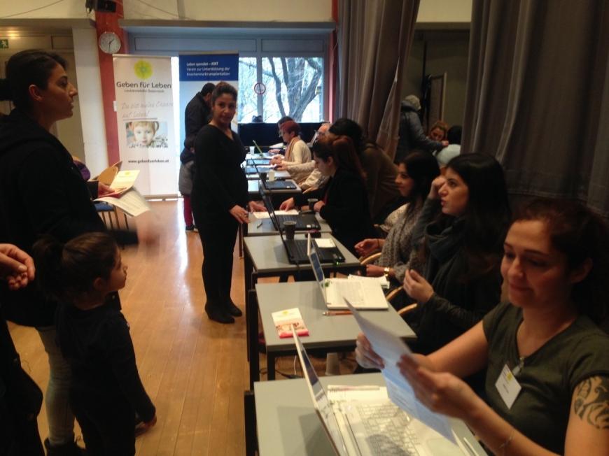 'Ganze Familie der betroffenen Zeynep hilft bei Typisierung in WIen'-Bild-5