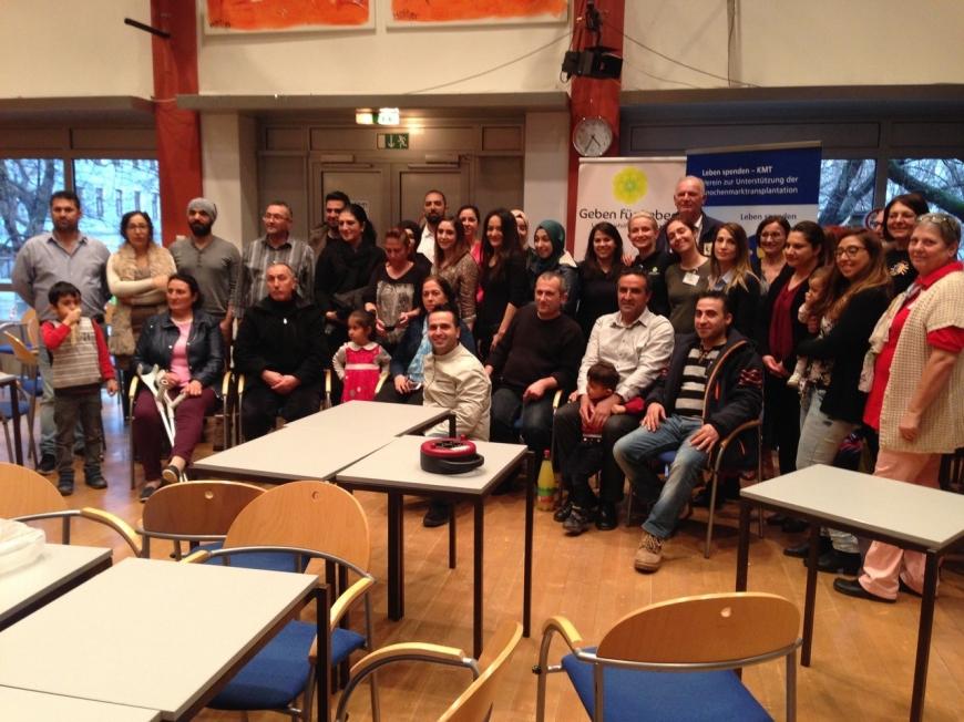 'Ganze Familie der betroffenen Zeynep hilft bei Typisierung in WIen'-Bild-6