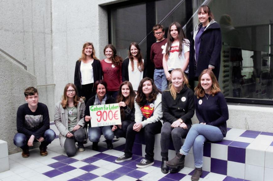 'JRK-Helferinnen organisieren Kuchenverkauf bei Elternsprechtag'-Bild-1