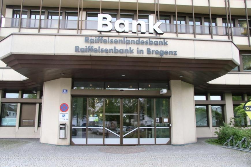 'Aktion mit Vorarlberger Künstlern in der Raiffeisenbank Bregenz ein toller Erfolg'-Bild-3