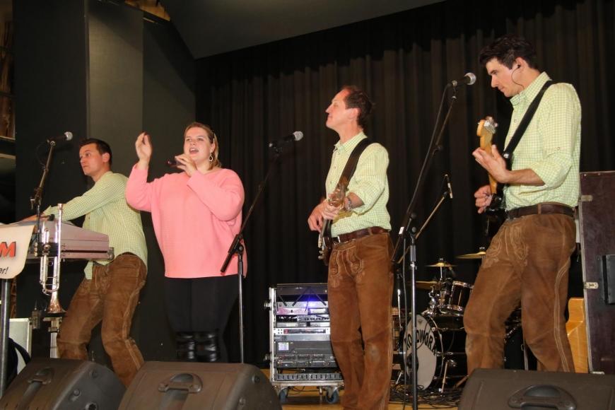 'Drei Top-Bands rocken gemeinsam für die gute Sache: Roadwork, Alpenstarkstrom und The Monroes'-Bild-1