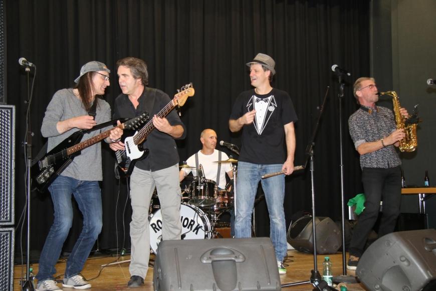 'Drei Top-Bands rocken gemeinsam für die gute Sache: Roadwork, Alpenstarkstrom und The Monroes'-Bild-2