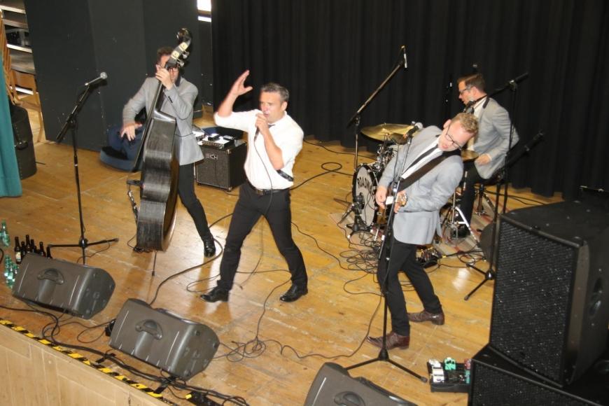'Drei Top-Bands rocken gemeinsam für die gute Sache: Roadwork, Alpenstarkstrom und The Monroes'-Bild-7