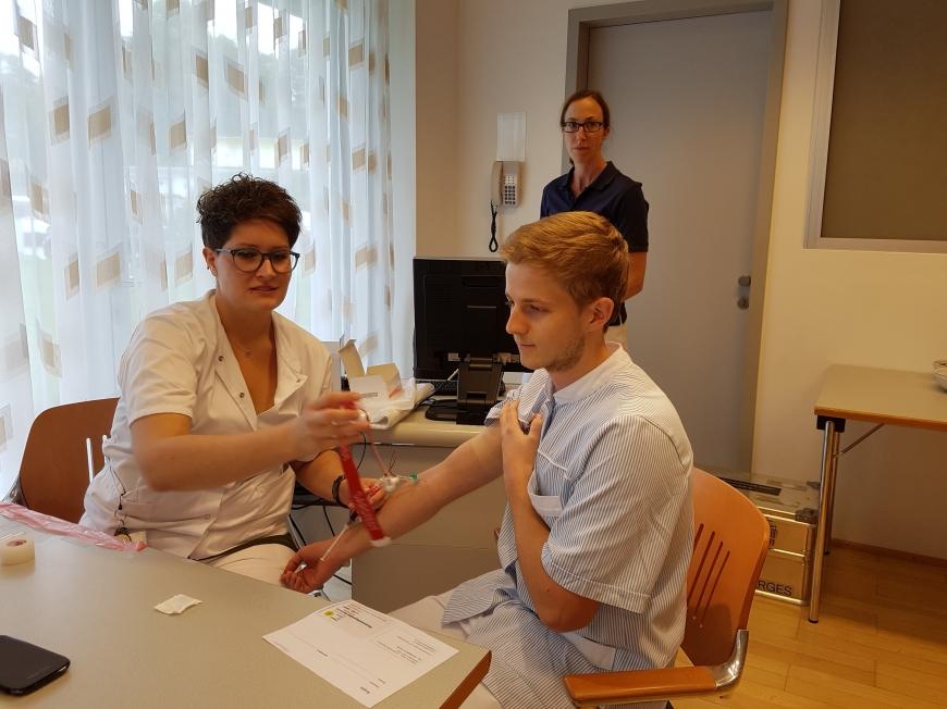 'Krankenhauspersonal ließ sich für erkrankten Mitarbeiter typisieren'-Bild-4