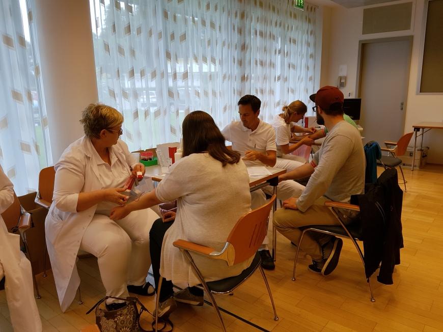 'Krankenhauspersonal ließ sich für erkrankten Mitarbeiter typisieren'-Bild-6