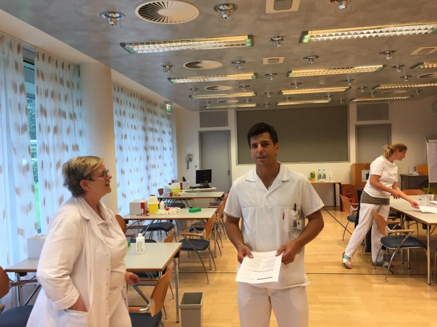 'Krankenhauspersonal ließ sich für erkrankten Mitarbeiter typisieren'-Bild-10