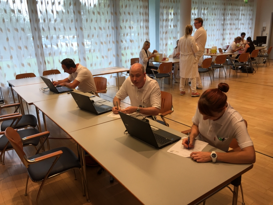 'Krankenhauspersonal ließ sich für erkrankten Mitarbeiter typisieren'-Bild-20