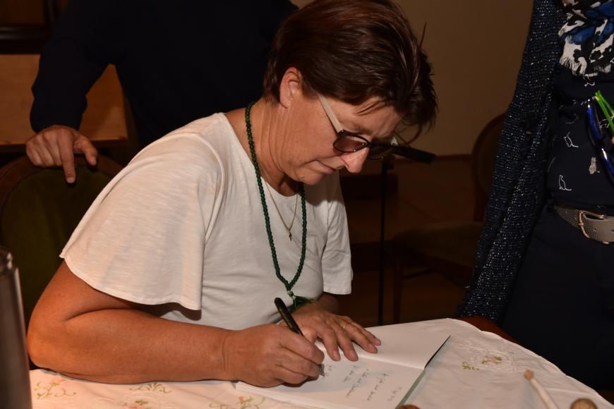 'Emotionale Lesung einer ehemals leukämiekranken Frau in Spittal an der Drau (Kärnten)'-Bild-96