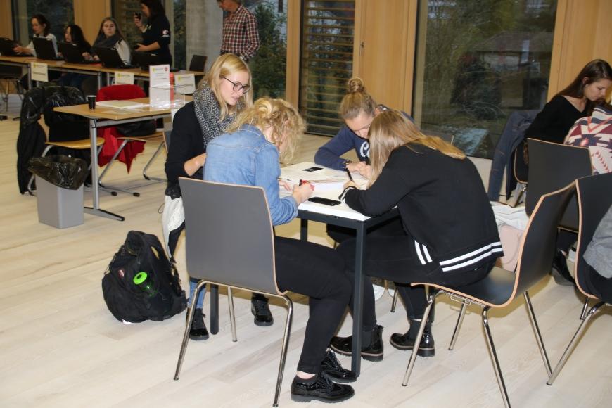 '99 Neutypisierungen und € 362,- an Spenden bei Maturaprojekt Marienberg'-Bild-4