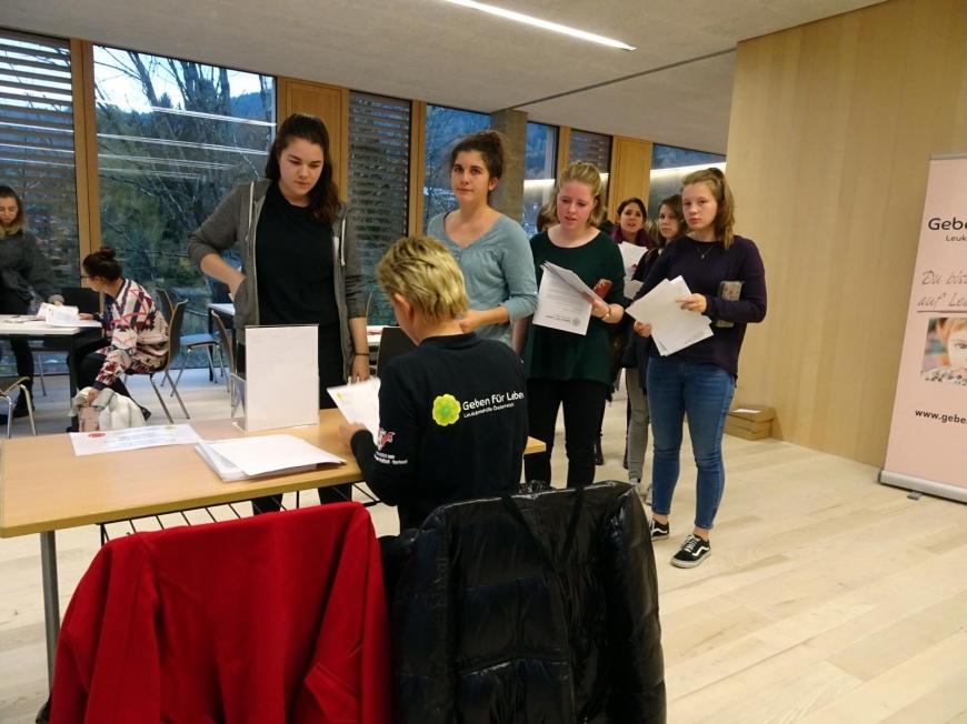 '99 Neutypisierungen und € 362,- an Spenden bei Maturaprojekt Marienberg'-Bild-44