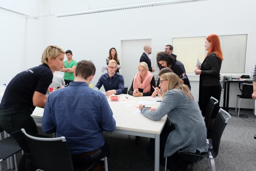 'In Mäder fand eine Firmentypisierung von 43 MitarbeiterInnen statt'-Bild-1