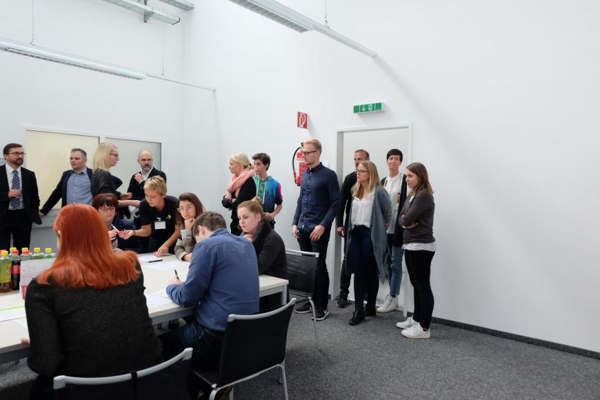 'In Mäder fand eine Firmentypisierung von 43 MitarbeiterInnen statt'-Bild-7