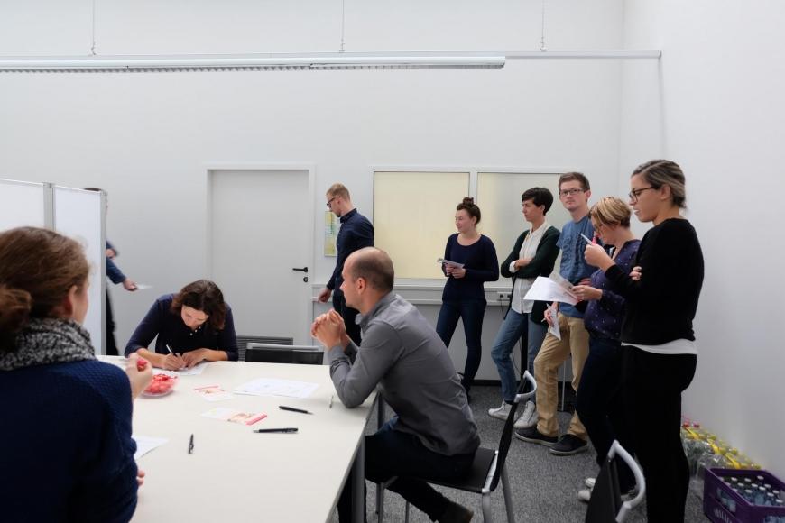 'In Mäder fand eine Firmentypisierung von 43 MitarbeiterInnen statt'-Bild-10