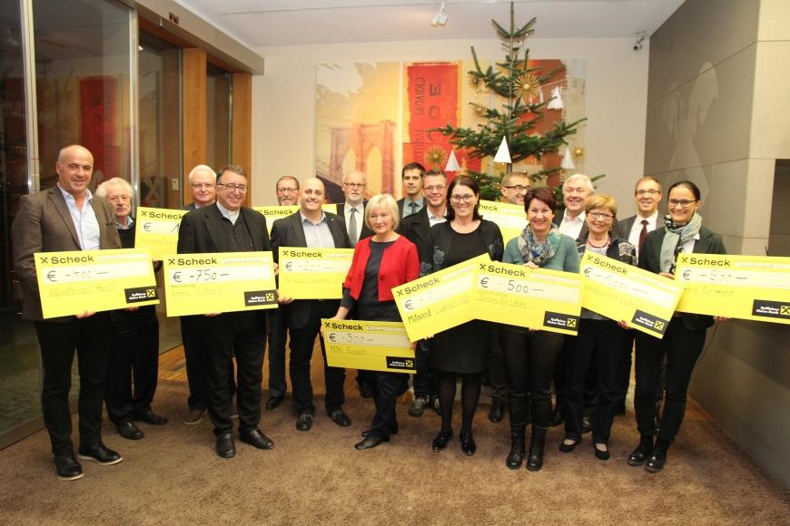 'Großzügige Spenden statt Weihnachtsgeschenke der Raiffeisenbank'-Bild-1