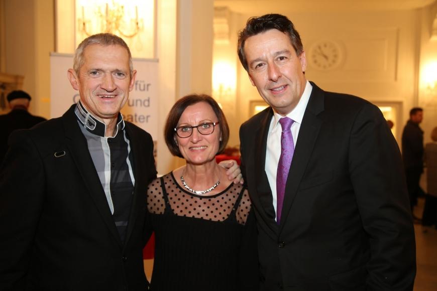 'Opernfreunde mit sozialem Engagement helfen uns dabei, weitere Leben zu retten'-Bild-1