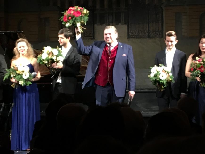 'Opernfreunde mit sozialem Engagement helfen uns dabei, weitere Leben zu retten'-Bild-7