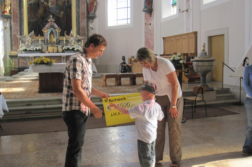 'Hittisauer Firmlinge unterstützen Verein'-Bild-1