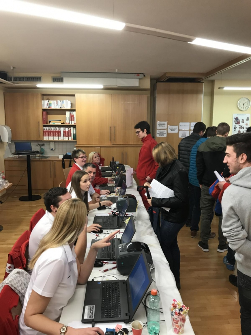 'Wunderschöne Aktion mit toller Zusammenarbeit mit engagierten Mitarbeitern des Roten Kreuzes'-Bild-2