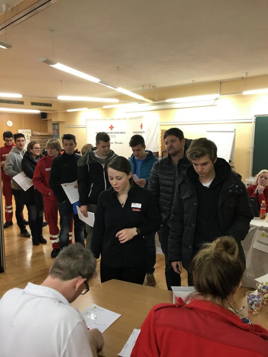 'Wunderschöne Aktion mit toller Zusammenarbeit mit engagierten Mitarbeitern des Roten Kreuzes'-Bild-7