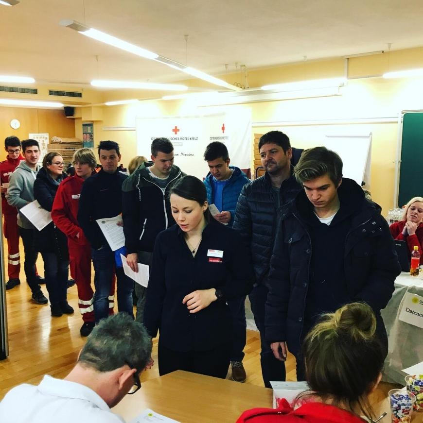'Wunderschöne Aktion mit toller Zusammenarbeit mit engagierten Mitarbeitern des Roten Kreuzes'-Bild-11