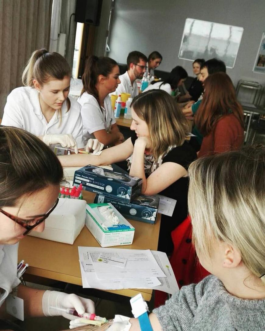 'Schülerinnen führten erfolgreich Typisierungsaktion für Diplomarbeit durch'-Bild-1