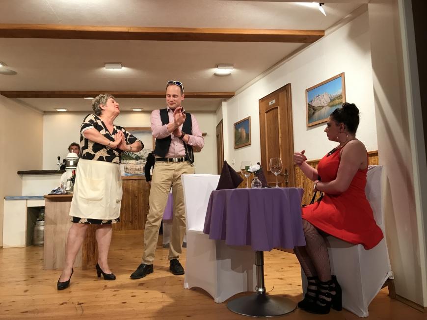 'Großzügige Spende der Theatergruppe Latschau durch Benefizvorstellung'-Bild-6