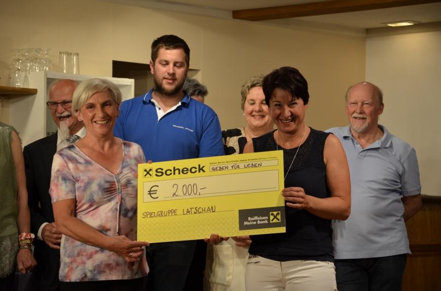 'Großzügige Spende der Theatergruppe Latschau durch Benefizvorstellung'-Bild-7