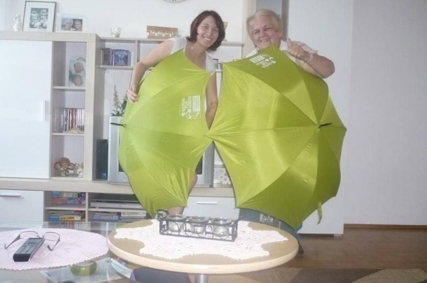 'Kauf von Regenschirmen und Prämierung der lustigsten Schirmfotos!'-Bild-2