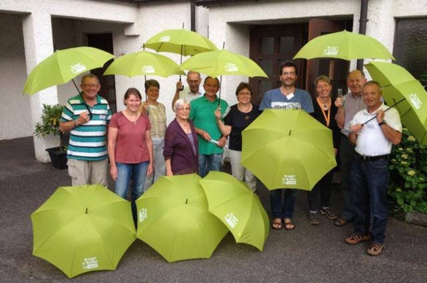 'Kauf von Regenschirmen und Prämierung der lustigsten Schirmfotos!'-Bild-7