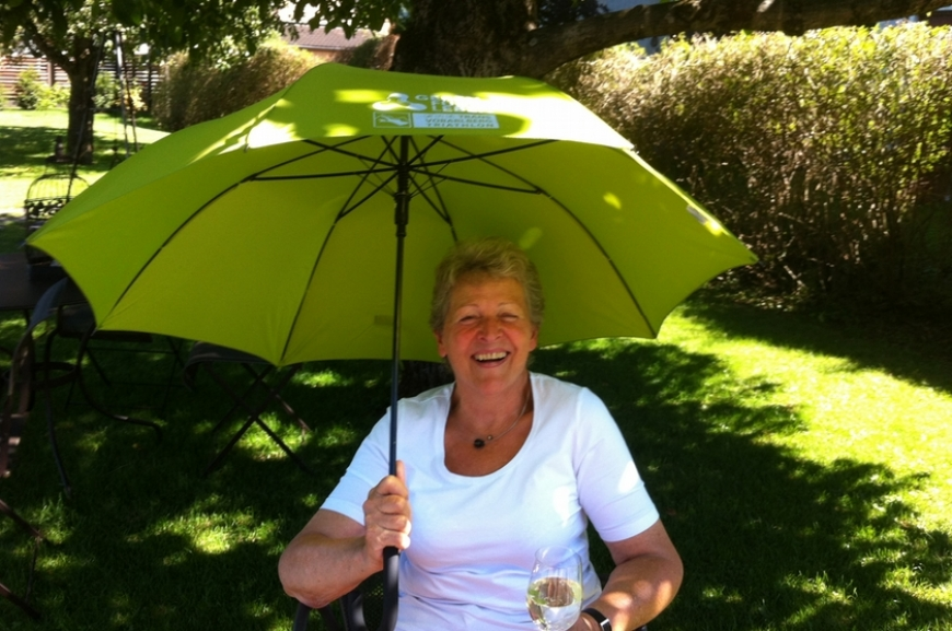 'Kauf von Regenschirmen und Prämierung der lustigsten Schirmfotos!'-Bild-8