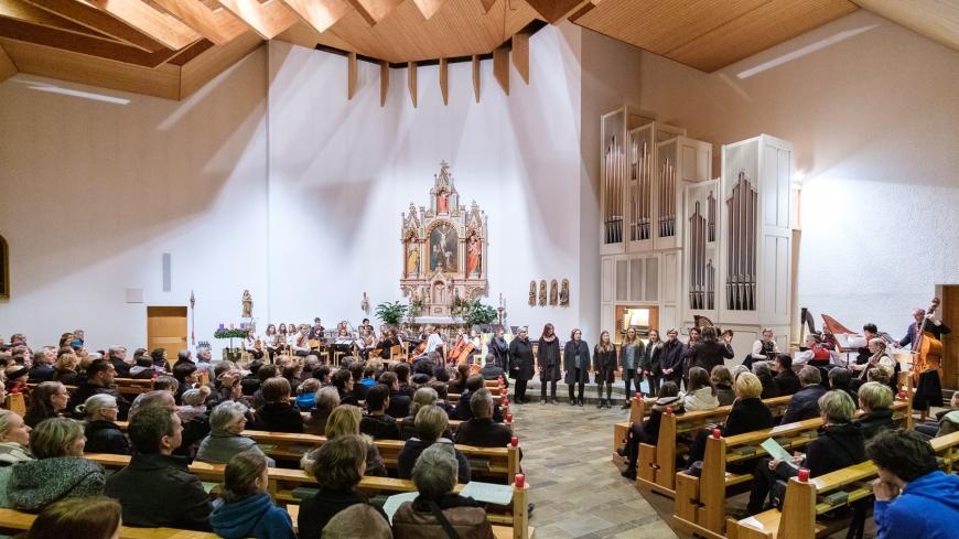 'Tolle Spende nach Adventskonzert in der Mellauer Pfarrkirche'-Bild-1
