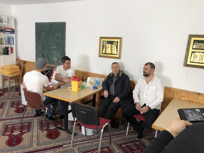 'Österreichisch - muslimische Gemeinschaft hilft kleinem Mädchen'-Bild-3
