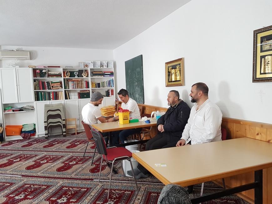 'Österreichisch - muslimische Gemeinschaft hilft kleinem Mädchen'-Bild-11