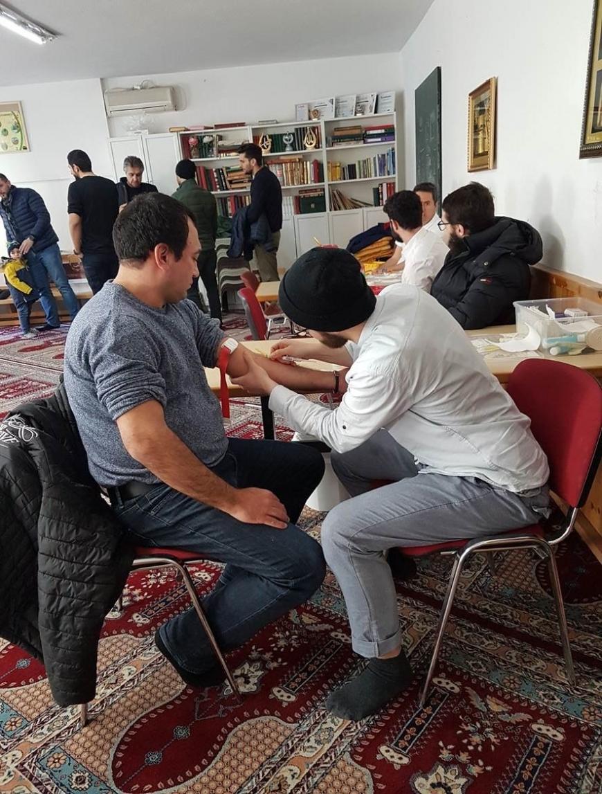 'Österreichisch - muslimische Gemeinschaft hilft kleinem Mädchen'-Bild-13