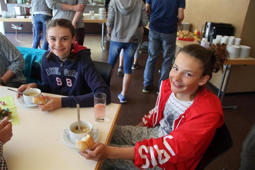'Erfolgreiche Montafoner Köchinnen unterstützen unseren Verein mit Suppenverkauf'-Bild-7