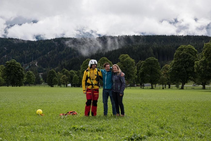 'Junger Patient aus Imst bekommt Hubschrauberflug mit Serienstars'-Bild-5