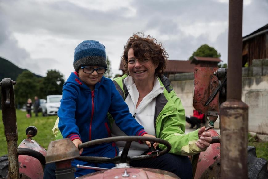'Junger Patient aus Imst bekommt Hubschrauberflug mit Serienstars'-Bild-10